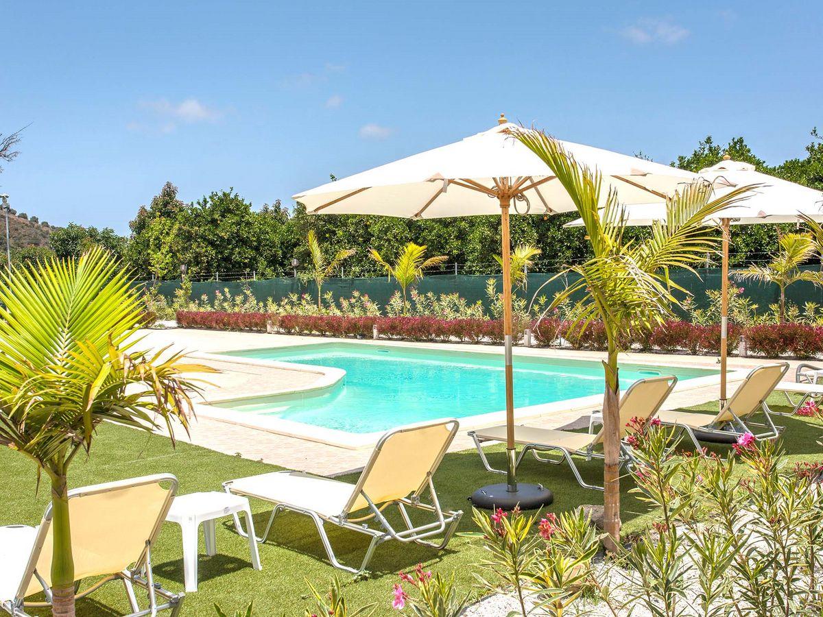 chania-town-holidays-swimming03-green-orange-villa safe-holidays-greece